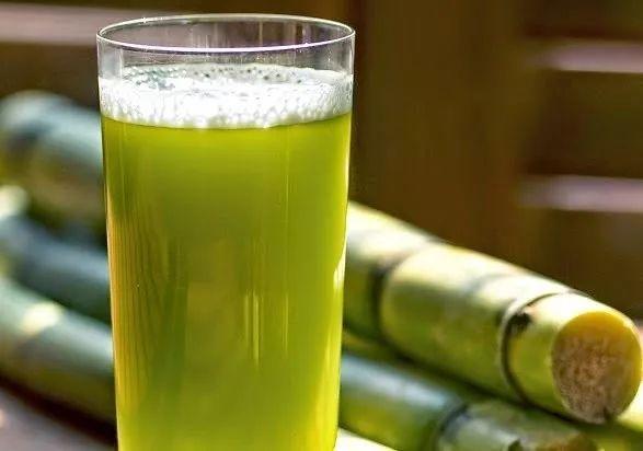 uống nước mía giúp giải rượu nhanh và thanh lọc cơ thể