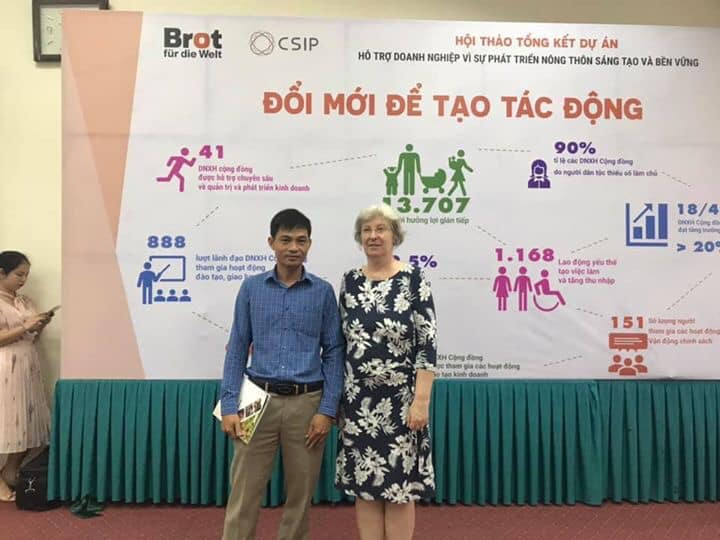 GĐ Bùi Quý Hợi và Bà Eva-Maria Jongen - Giám đốc Văn phòng Việt Nam – Lào, Tổ chức Bánh mì cho Thế giới tại Hội nghị Tổng Kết